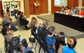 dictan-conferencia-en-el-congreso-sobre-el-papel-de-la-mujer-en-la-politica
