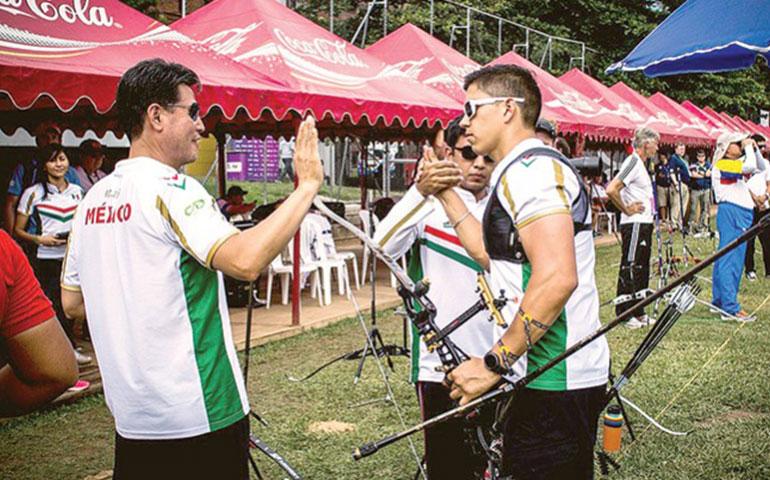 equipos-tricolores-de-tiro-con-arco-en-los-podios