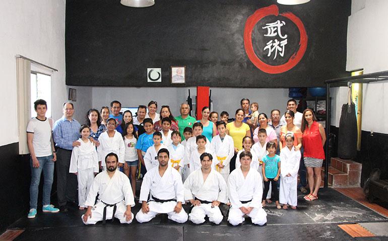 exitoso-examen-de-artes-marciales-de-la-academia-ronin