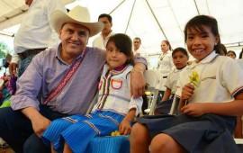 gestiona-roberto-mas-vivienda-para-indigenas-en-zona-serrana
