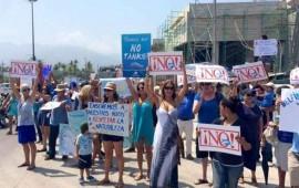 se-manifiestan-para-protestar-por-construccion-de-delfinario-en-puerto-vallarta