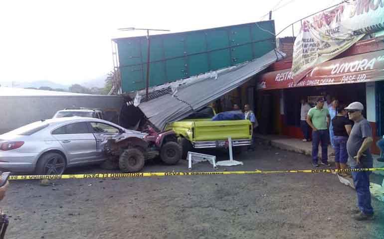 trailer-destruye-restaurante-en-chapalilla-y-deja-tres-muertos