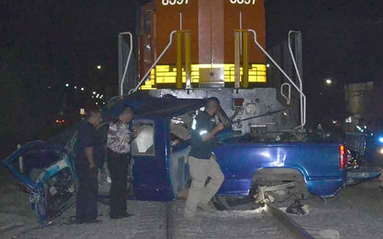 tren-embiste-a-camioneta-con-adolescentes-hay-6-muertos