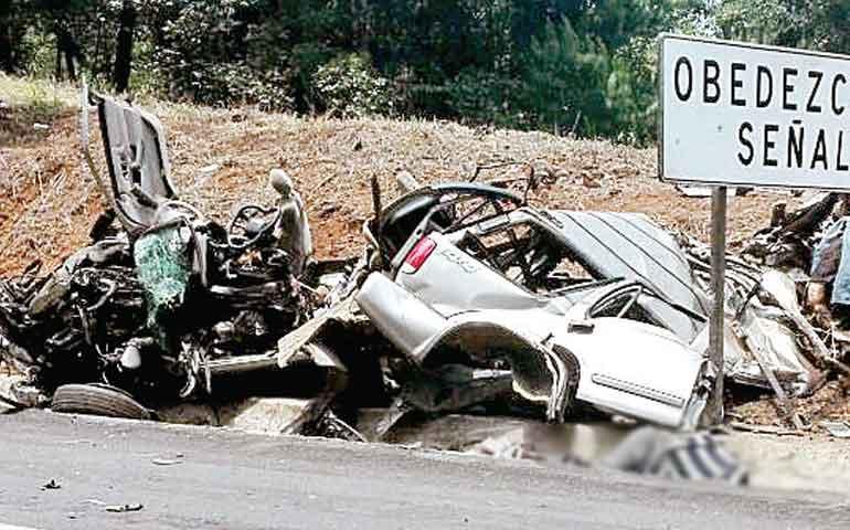 accidente-deja-ocho-muertos-en-patzcuaro