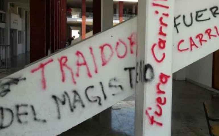 cnte-vandaliza-y-toma-alcaldia-de-lazaro-cardenas-michoacan