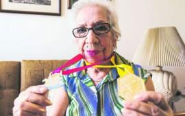 julieta-cruzo-a-nado-la-laguna-de-santa-maria-del-oro