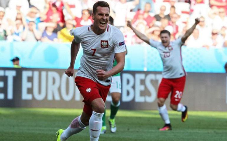 polonia-consigue-su-primer-triunfo-en-una-eurocopa