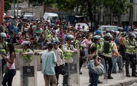 protestan-en-venezuela-por-escasez-de-agua-alimentos-y-medicinas