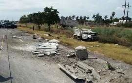 arrolla-trailer-a-trabajadores-en-carretera-de-sinaloa-mueren-3