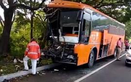 autobus-se-queda-sin-frenos-y-provoca-tragedia-en-la-autopista-tepic-mazatlan