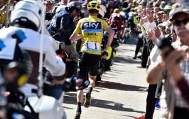 froome-pierde-su-bicicleta-y-corre-el-tour-de-francia