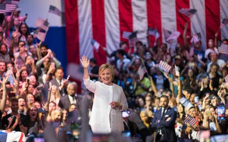 hillary-se-convierte-en-la-primera-candidata-a-la-presidencia-de-eu