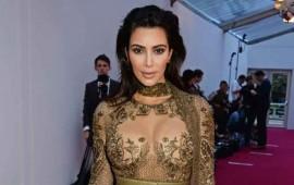 kim-kardashian-cobra-700000-por-selfies-en-un-evento