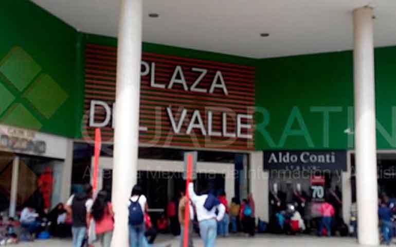 la-cnte-bloquea-accesos-a-plazas-comerciales-de-oaxaca