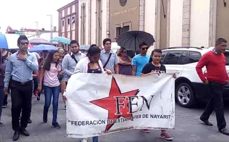 marchan-jovenes-para-exigir-espacios-educativos