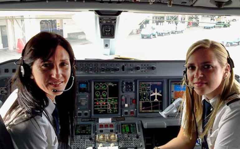 pasajeros-huyen-de-avion-solo-porque-los-pilotos-eran-mujeres