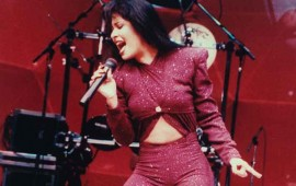 selena-tendra-figura-de-cera-en-hollywood