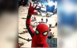 tom-holland-comparte-imagen-desde-el-set-de-spider-man