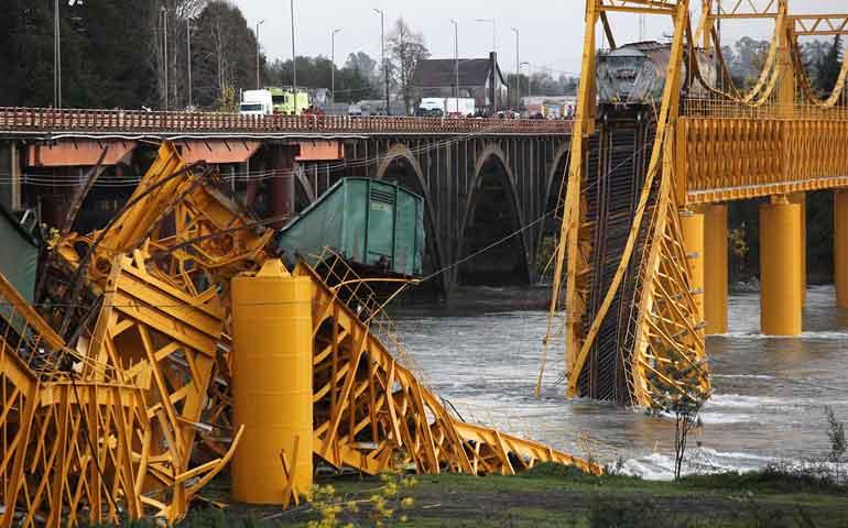 cae-tren-de-carga-en-chile-tras-colapso-de-puente