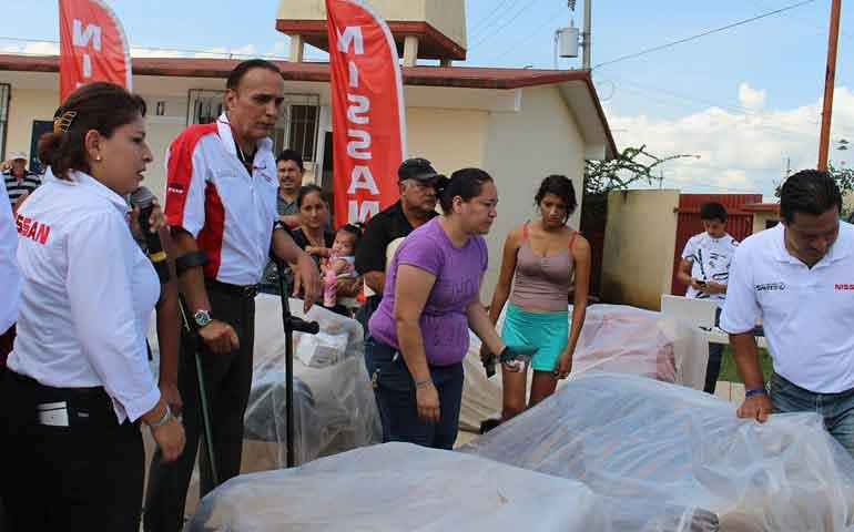 entrega-nissan-apoyos-a-damnificados-por-inundacion-de-las-canteras