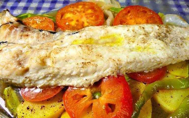 merluza-al-horno-con-verduras