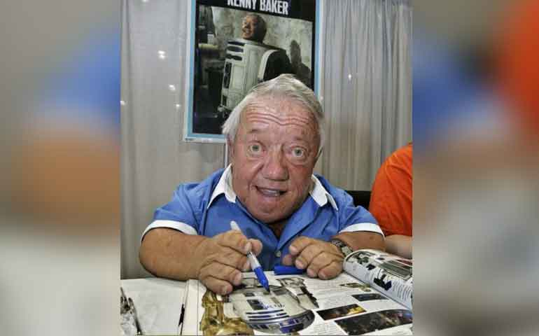 Muere Kenny Baker, actor que interpretó a 'R2-D2' en 'Star Wars'