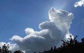 nube-en-forma-de-winnie-pooh-aparece-en-un-evento-de-caridad-para-ninos1
