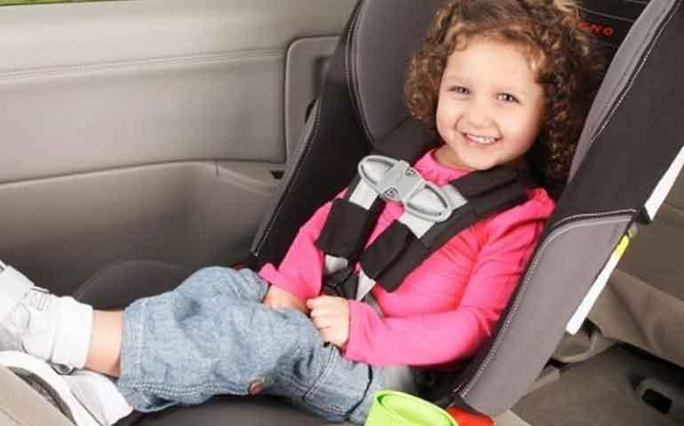por-cuanto-tiempo-mantengo-la-silla-infantil-del-auto-orientada-hacia-atras