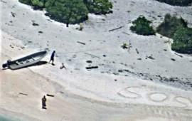 rescatan-a-dos-naufragos-gracias-a-mensaje-de-sos-en-la-playa