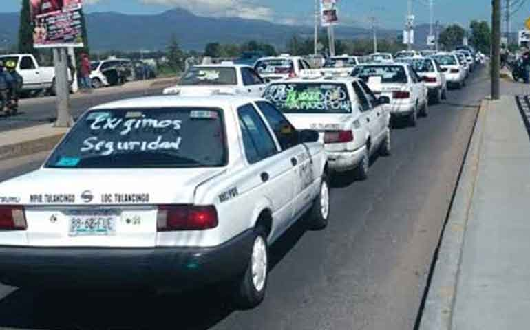 taxistas-de-tulancingo-marchan-ante-ola-de-robos-y-homicidios