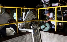 trabaja-oromapas-de-bahia-de-banderas-en-limpieza-de-carcamos