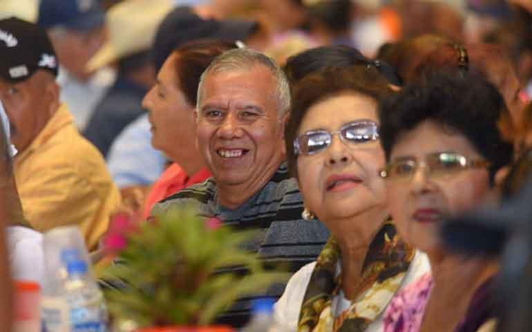 adultos-mayores-agradecen-a-gobernador-por-su-apoyo