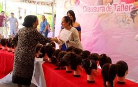 concluyen-mas-de-30-mujeres-talleres-de-corte-de-cabello-y-peinados
