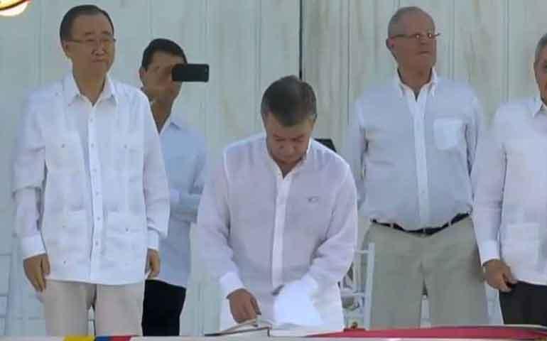 gobierno-de-colombia-y-las-farc-firman-acuerdo-de-paz-historico