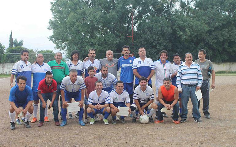 rinden-tributo-a-futbolistas