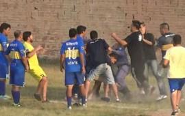 jugadores-y-aficionados-golpean-arbitro-en-liga-amateur-de-argentina