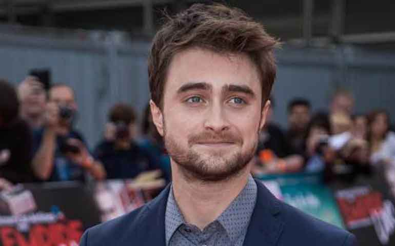 """Daniel Radcliffe con el dinero que ganó en """"Harry Potter"""""""