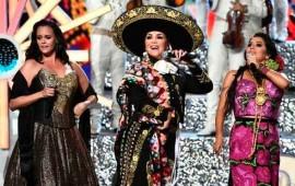 video-emotivo-homenaje-a-juan-gabriel-en-los-latin-american-music-awards1