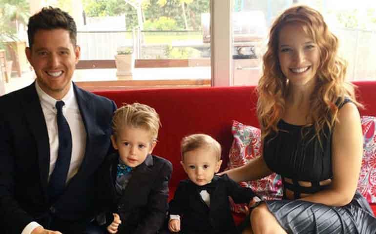 michael-buble-revela-que-su-hijo-noah-de-tres-anos-tiene-cancer1