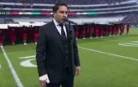 video-julion-alvarez-abucheado-por-olvidar-el-himno-nacional-en-partido-de-nfl