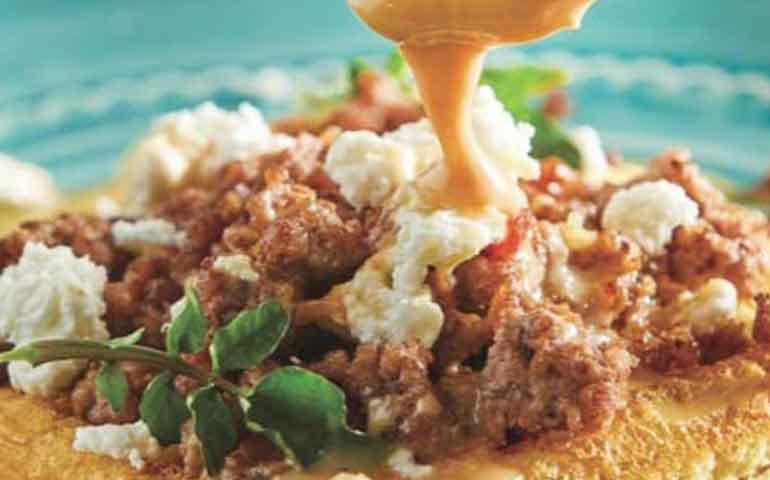waffle-con-carne-en-salsa-cremosa-de-chipotle