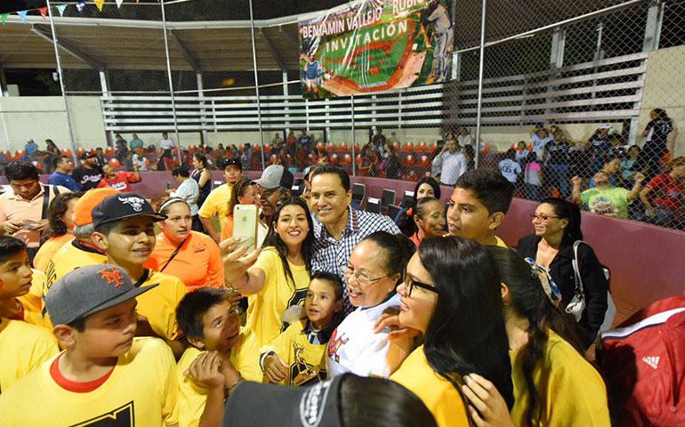 abre-gobernador-nuevo-estadio-de-beisbol-para-ninos-en-tepic