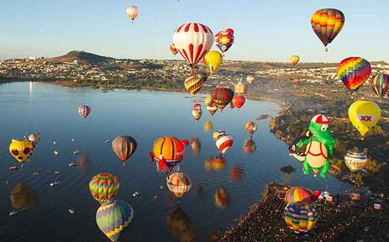el-cielo-de-leon-se-tapiza-de-colores-con-el-festival-del-globo