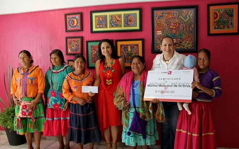 gobierno-de-nayarit-y-sedesol-federal-impulsan-la-economia-de-mujeres-artesanas