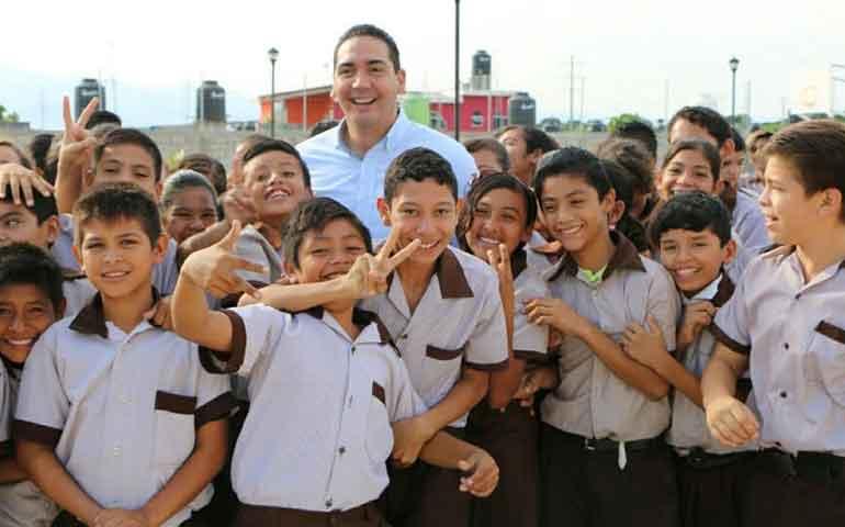 hector-santana-se-reune-con-alumnos-de-secundaria-de-la-mision