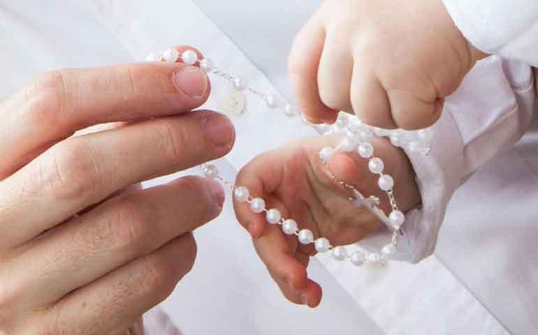 hijos-de-matrimonios-gay-pueden-ser-bautizados