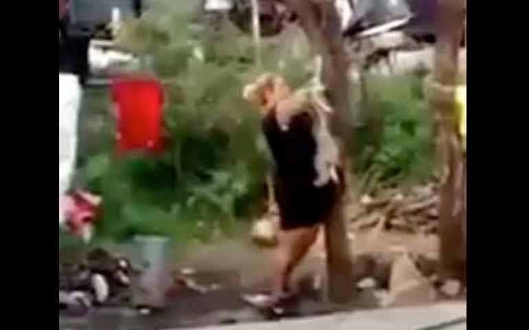 indignacion-en-redes-sociales-por-mujer-que-ahorca-a-un-perro