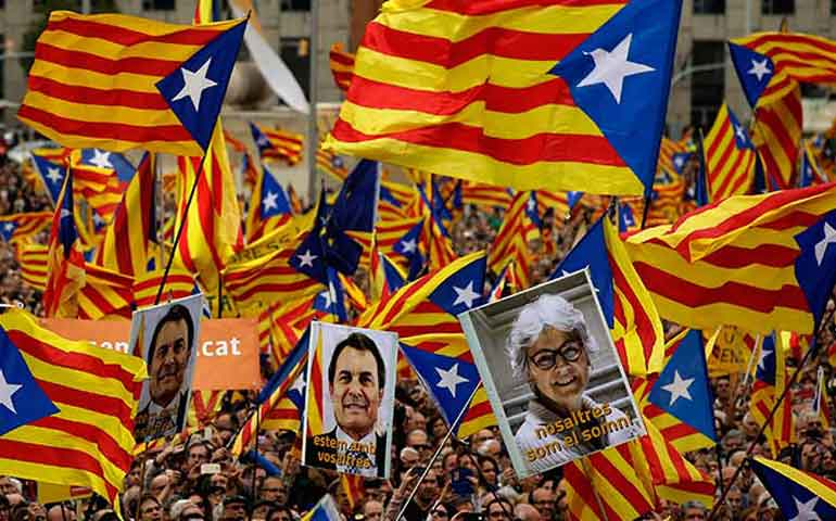 miles-de-catalanes-marchan-en-apoyo-a-lideres-independentistas-acusados-de-desacato