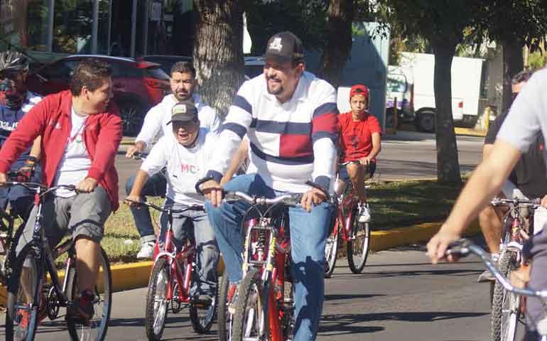 recorren-ciudadanos-la-ciudad-en-bicicleta