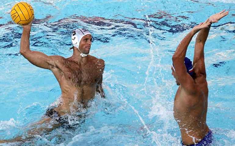 beneficios-del-waterpolo-ejercicio-completo-para-vacaciones